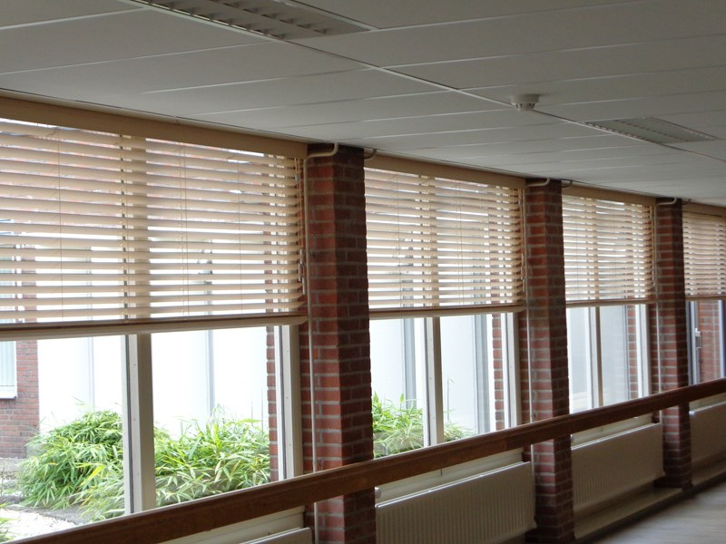 woonkamer hout raamdecoratie